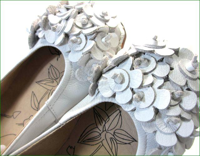 エスタシオン靴  estacion etn13681iv アイボリー 小花アップ画像