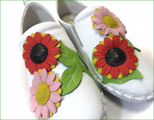 エスタシオン靴  estacion etn216iv アイボリー お花のアップ画像